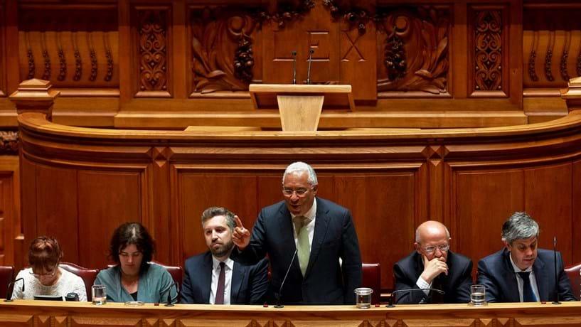 PS aliado à direita em mais de cem diplomas no Parlamento