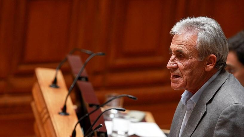 """Jerónimo de Sousa admite que """"pode haver problema"""" se governo não enfrentar Bruxelas"""
