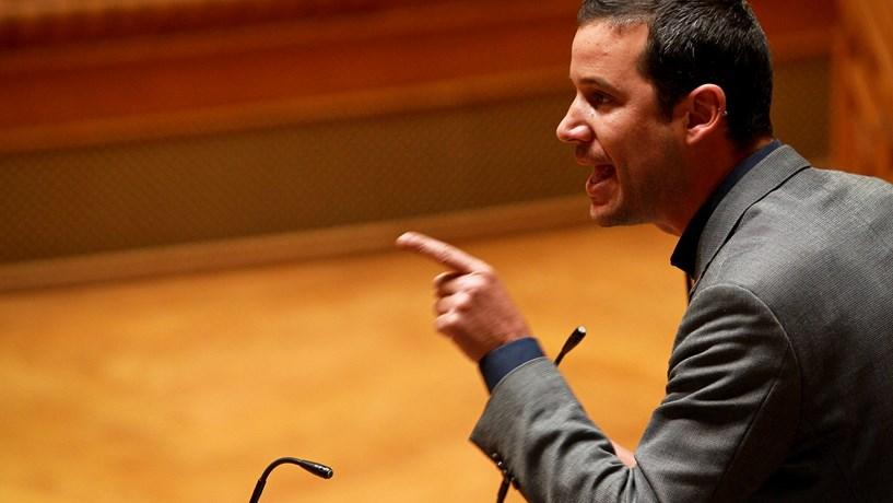 """Galamba acusa PSD de """"incúria"""" e """"terrorismo político"""""""