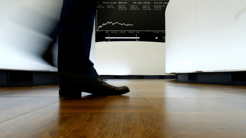 Fecho dos mercados: Bolsas europeias e euro sobem após dados económicos