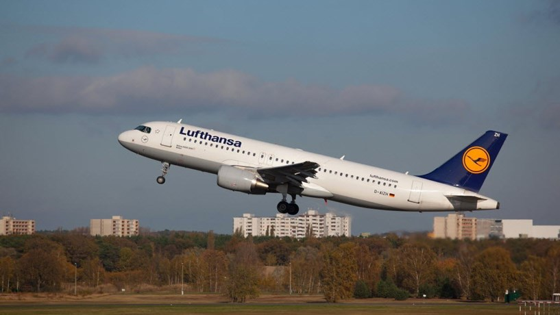Lufthansa cancela 876 voos previstos para 4.ª feira devido a greve dos pilotos