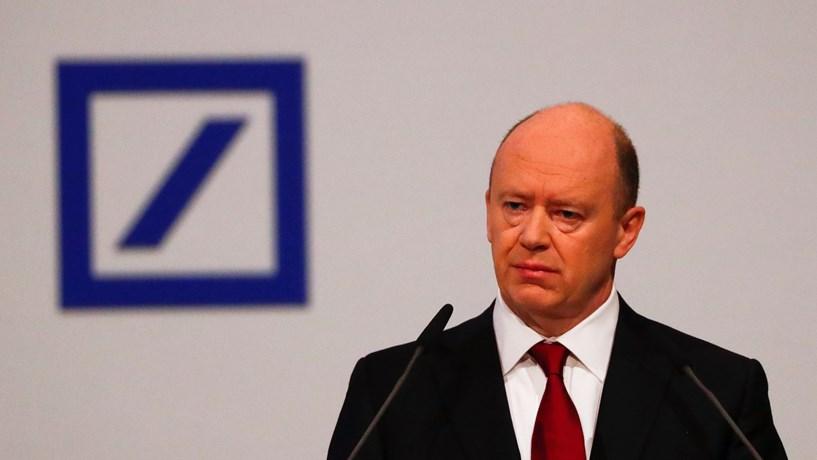 Acções do Deutsche Bank afundam após segundo ano de prejuízos