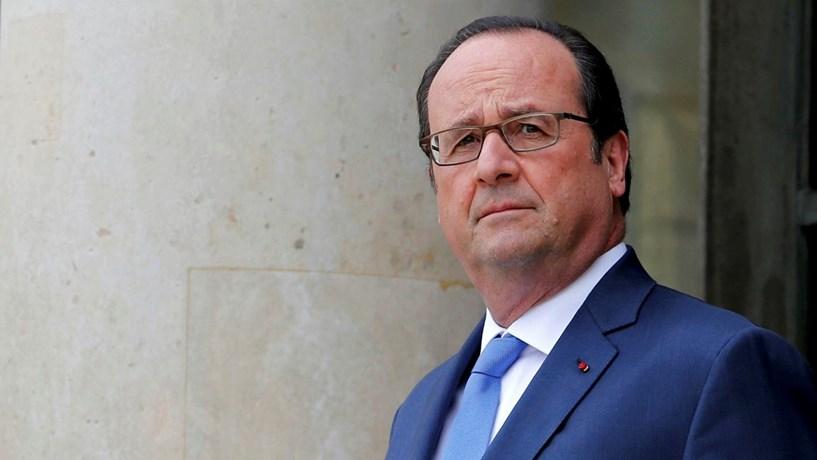 """Brexit: Hollande quer """"firmeza"""" na negociação perante uma saída """"difícil"""" do Reino Unido"""