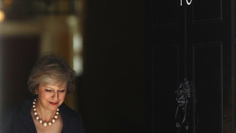 Theresa May encontra-se com Trump na próxima semana