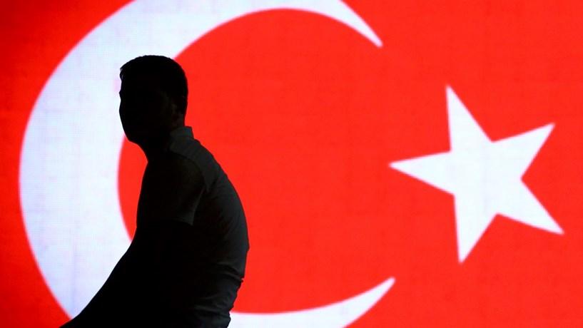 Autoridades turcas despediram mais 4.500 funcionários públicos