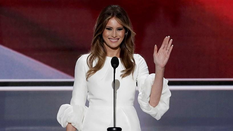 Website da Casa Branca retira alterações climáticas e promove jóias de Melania