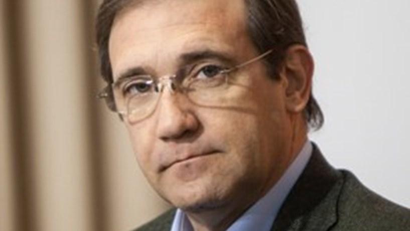 """Passos Coelho evoca Soares como """"grande democrata"""" e """"político polémico"""""""