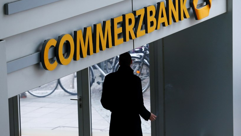 Lucros do Commerzbank descem 5% no último trimestre
