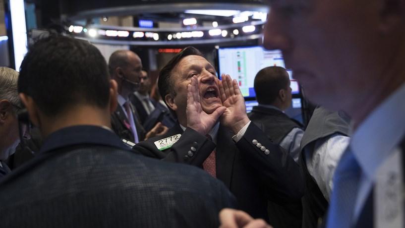 Economia em crescimento nos EUA sustenta Wall Street