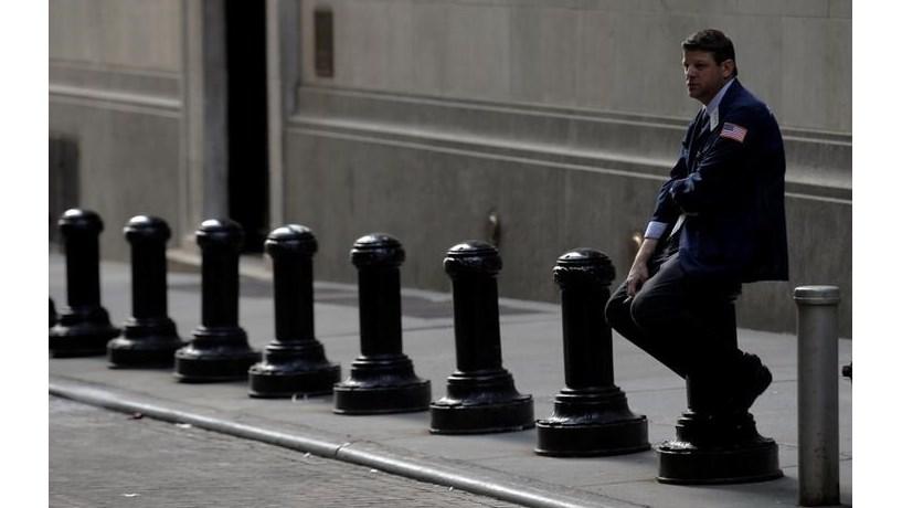 Wall Street corrige e termina em baixa