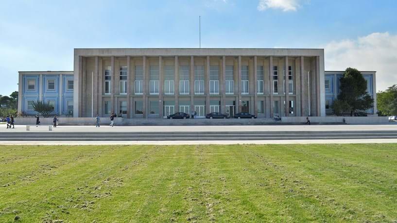 Governo e serviços do Estado passam a pagar para publicar no Diário da República