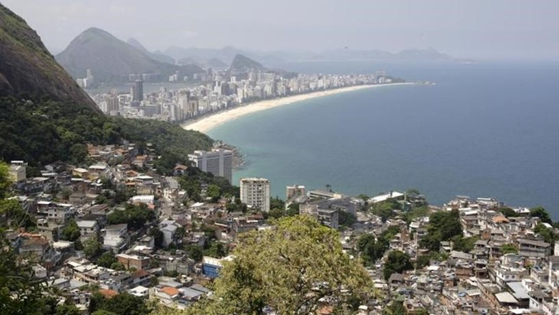"""Moody's melhora avaliação da dívida do Brasil de """"negativa"""" para """"estável"""""""