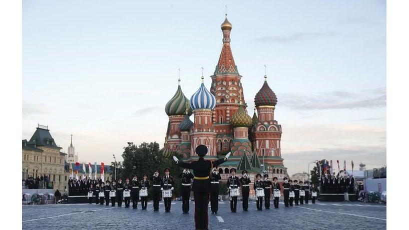 Queda abrupta de salários torna mão-de-obra da Rússia concorrente da chinesa