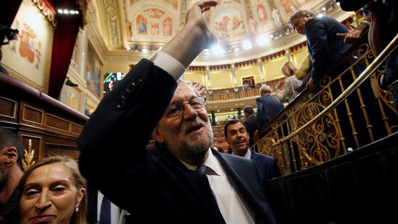 À quarta foi de vez, Rajoy eleito presidente do governo de Espanha