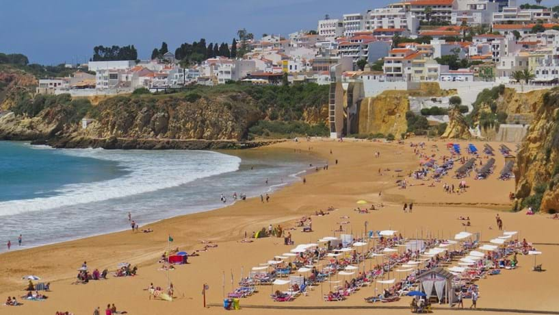 Hotéis do Algarve já têm de ir recrutar ao Alentejo