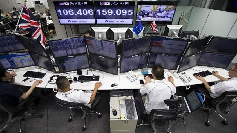 Fecho dos mercados: Bolsas mistas e petróleo em queda na última sessão da semana