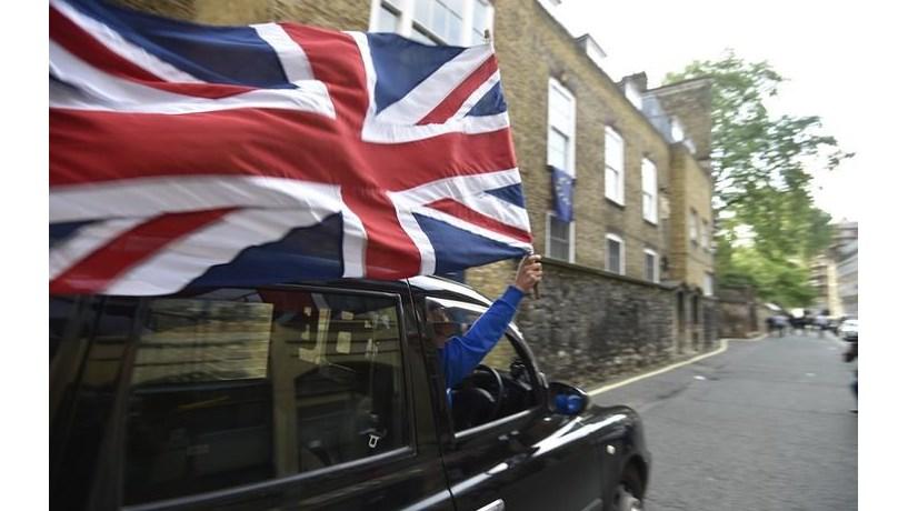 Desemprego no Reino Unido cai para mínimos de 11 anos no terceiro trimestre