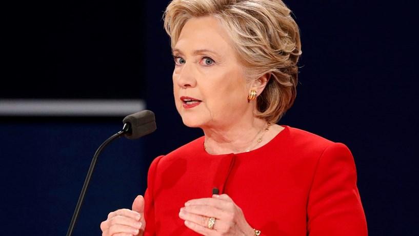 Hillary Clinton alarga vantagem sobre Trump antes de último debate