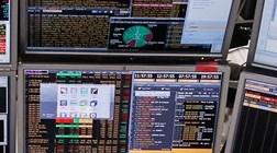 Indicadores económicos animam bolsas. Petróleo sobe e euro cai