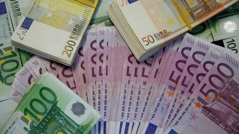 Dinheiro aplicado em depósitos em mínimos de quase um ano
