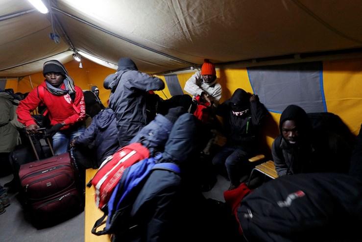 """Fotogaleria: O adeus à """"selva"""" de Calais"""