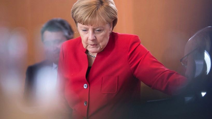 Merkel não descarta medidas contra a Rússia