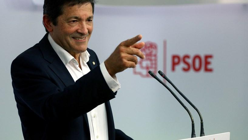 Apesar de aceitar dialogar com Rajoy, direcção interina do PSOE mantém veto
