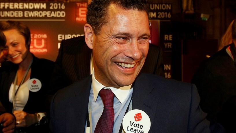 """Candidato à liderança do UKIP em """"estado grave"""" depois de discussão no Parlamento Europeu"""