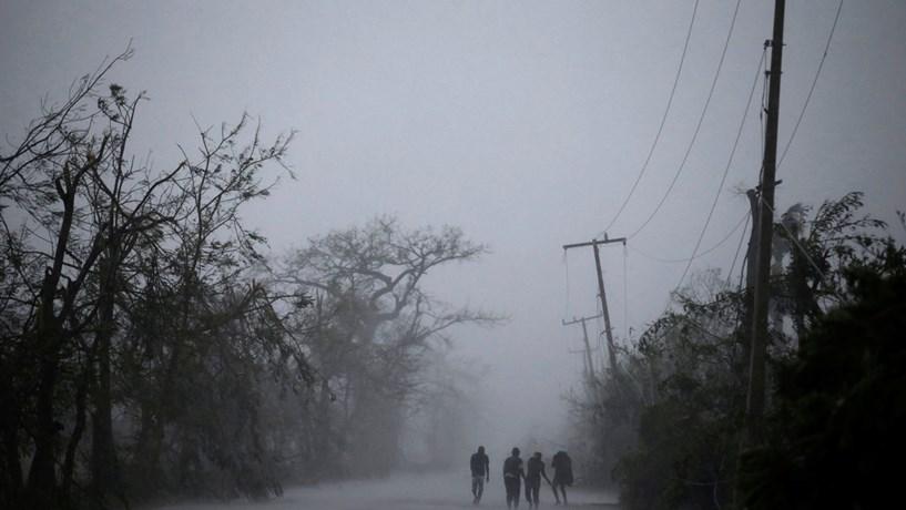 EUA: Furacão Irma perde parte da força e chega a categoria 2