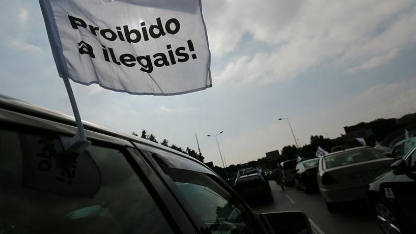Taxistas desmobilizam a troco de novos protestos na segunda-feira