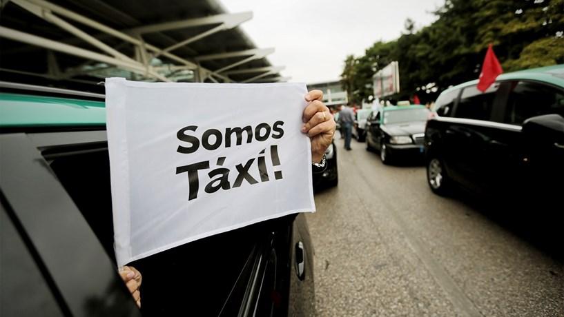 ANTRAL mantém protesto de táxis para 2.ª feira junto à Presidência, Federação cancela