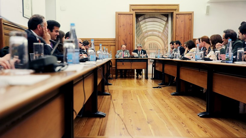 Parlamento aprova suspensão do funcionamento da Comissão de Inquérito sobre CGD