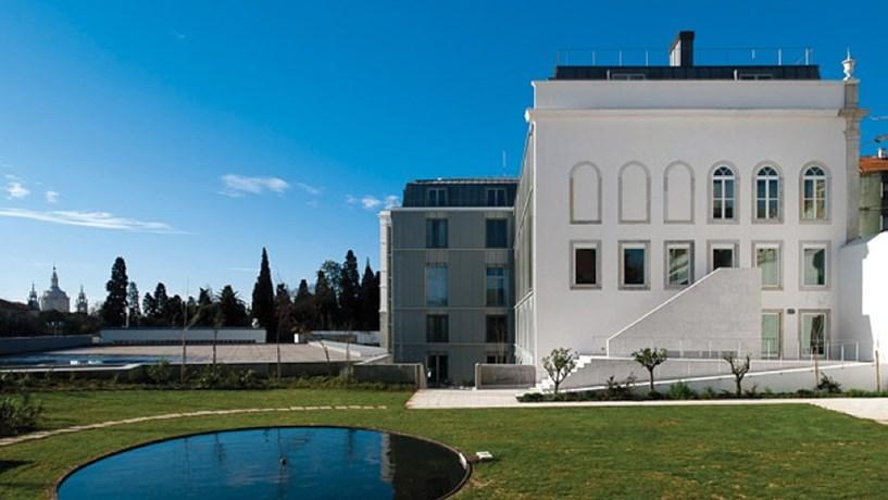 Escola de Turismo e Hotelaria de Lisboa (2009), da arquitecta Teresa Nunes da Ponte.