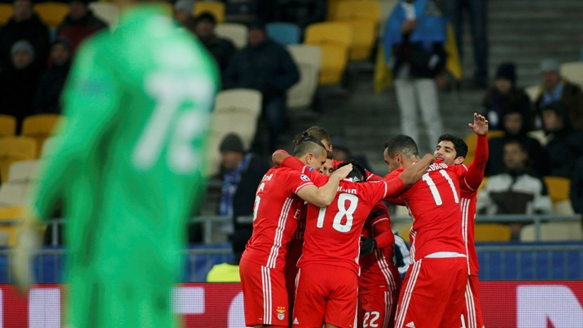 Benfica vence em casa do Dínamo Kiev e mantém-se na luta pelo apuramento