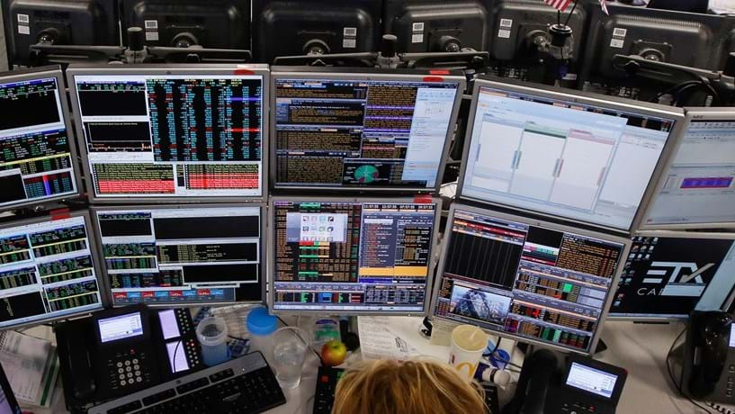 Bolsas dos EUA em queda ligeira após resultados