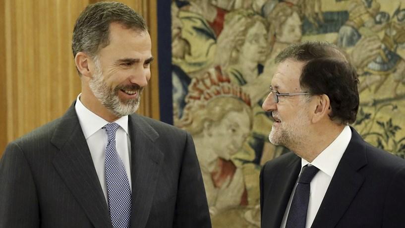 """Mariano Rajoy apresenta novo Governo com apenas três """"baixas"""""""