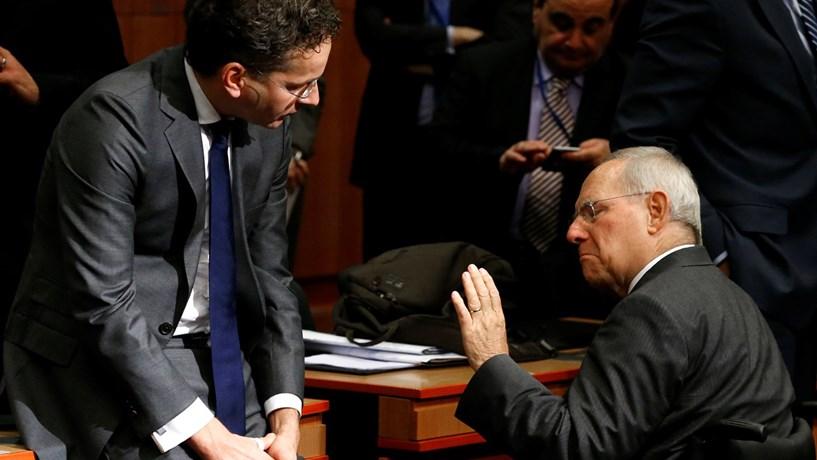 Orçamento de Centeno passa em Bruxelas, reestruturação da dívida não