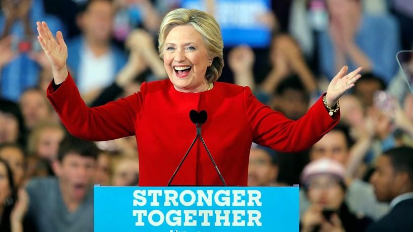 """Clinton pede voto numa """"América generosa"""" no fecho da campanha"""