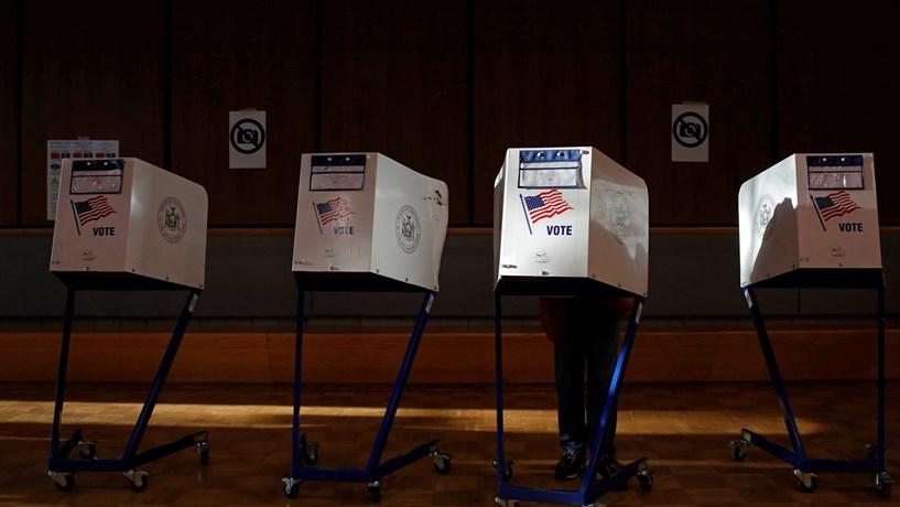 Académicos instam Clinton a pedir recontagem dos votos