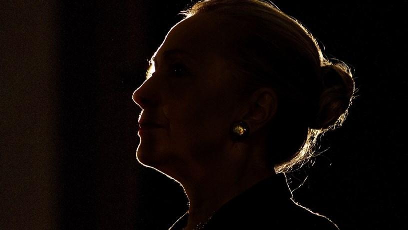 Clinton em apuros