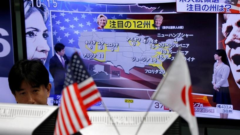 Bolsas asiáticas no vermelho com liderança de Trump e peso em mínimos de 22 anos