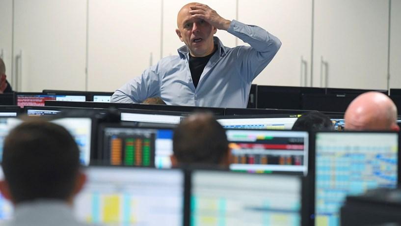 Fecho dos mercados: Trump ensombra bolsas, juros sobem, petróleo cai