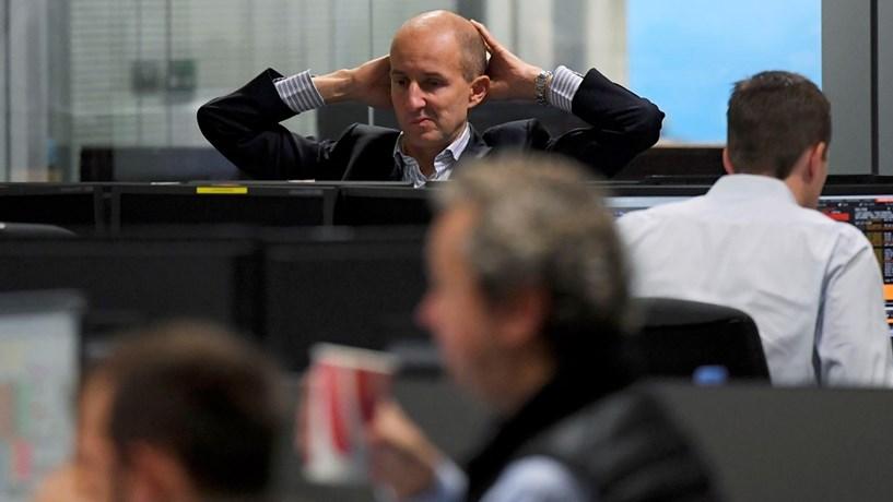 Abertura dos mercados: Banca espanhola tomba, petróleo próximo de novos máximos