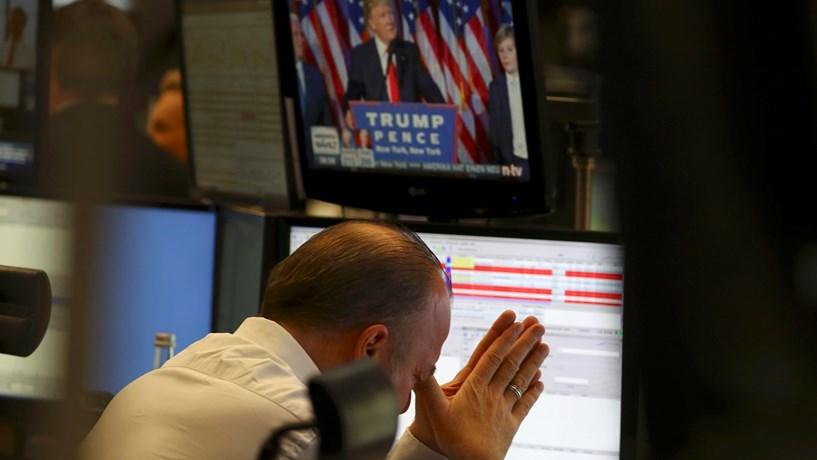 Wall Street arranca com perdas ligeiras após vitória de Trump