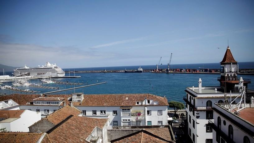Açores terão salário mínimo 27 euros superior ao do continente