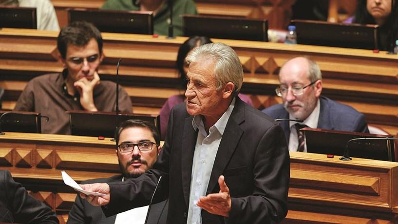 Orçamento entra em fase decisiva com partidos a fechar propostas