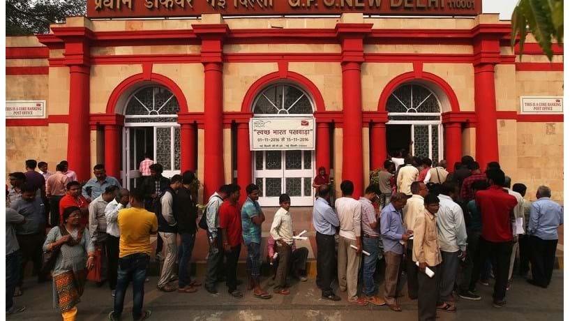 Índia: corrida aos bancos para depositar dinheiro e aos ATM para levantar