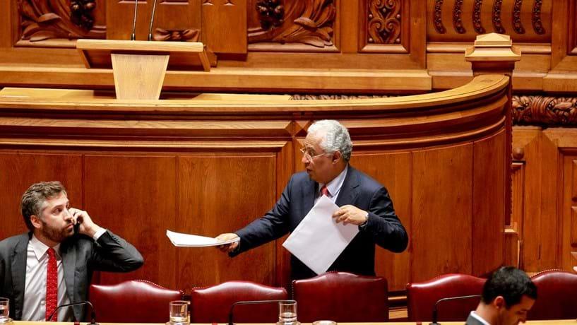 Licenciaturas afastam outros dois assessores do Governo