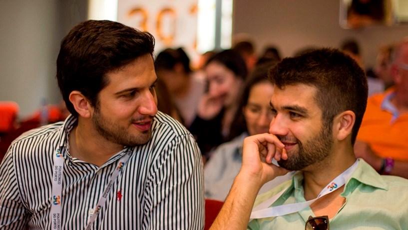 Artur Veloso Vieira e Diogo Batista Oliveira, os criadores da ALA Viagens, já levaram mais de 20 mil estudantes finalistas para destinos alternativos.