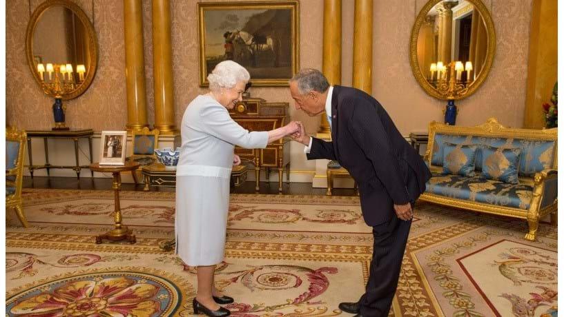Marcelo diverte rainha Isabel II com história de quando era criança
